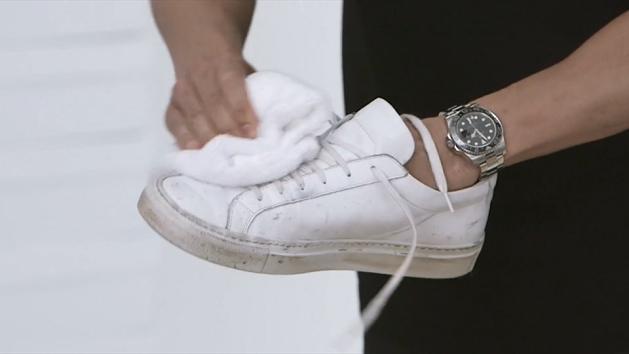 Cách làm sạch giày trắng nhanh chóng hiệu quả dành cho các quý ông - 4