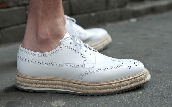 Cách làm sạch giày trắng nhanh chóng hiệu quả dành cho các quý ông - 2