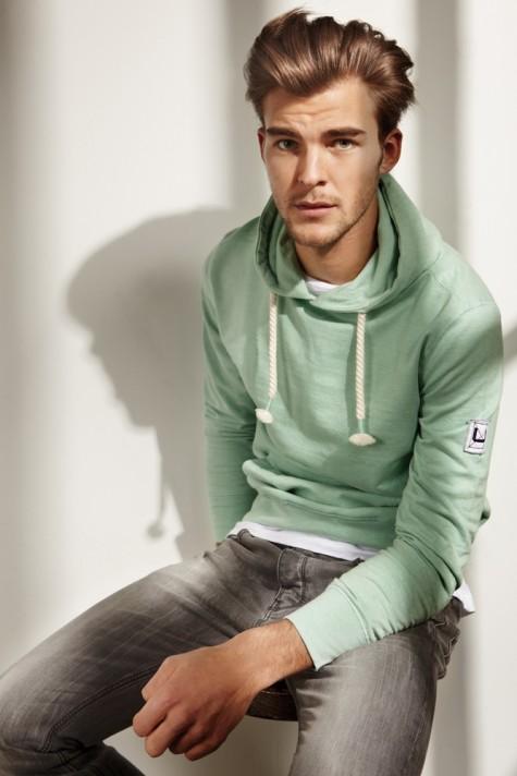 Cách diện đồ nam màu xanh bạc hà - 2