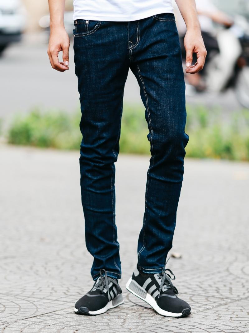 Cách giặt quần jean nam không bi phai màu - 3