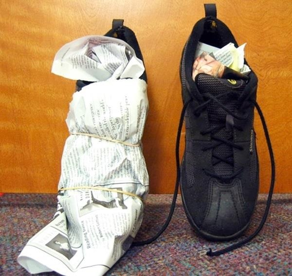 Mẹo làm khô giày vải nhanh chóng dành cho các chàng trai - 1