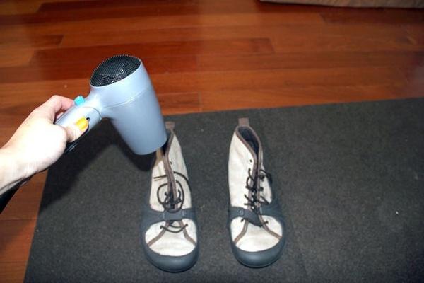 Mẹo làm khô giày vải nhanh chóng dành cho các chàng trai - 2