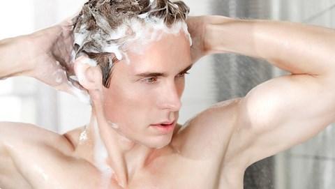 Cách chăm sóc tóc nam mềm mượt khỏe mạnh ngay tại nhà - 2