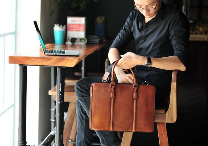 Tổng hợp những mẫu túi xách nam công sở được yêu thích nhất hiện nay - 5