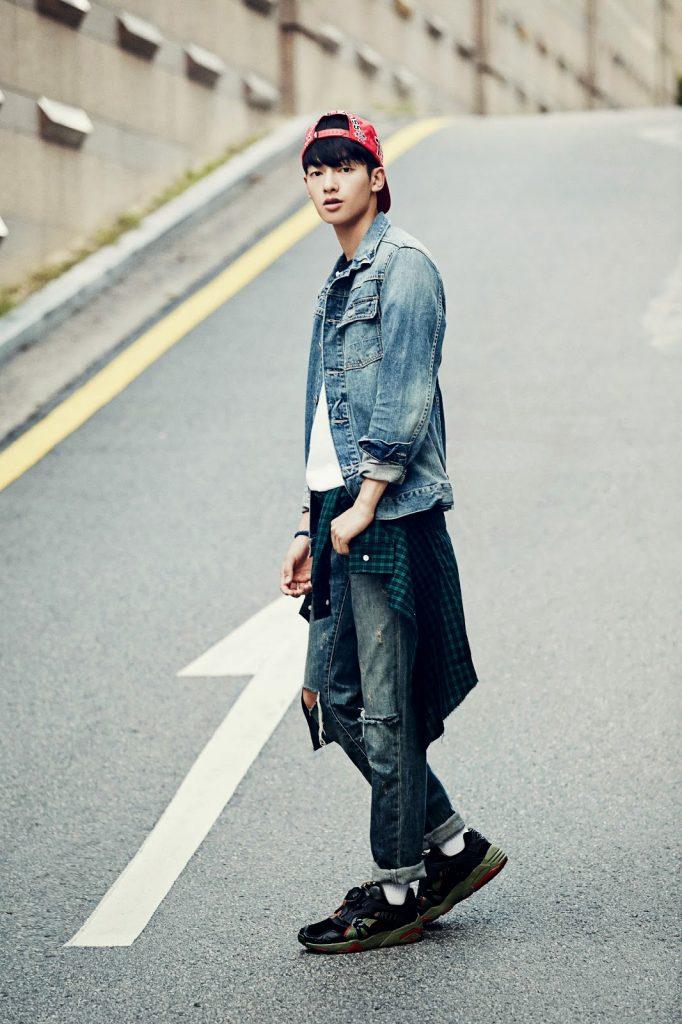 Cách phối đồ cùng áo khoác jean nam cực kỳ phong cách - 5