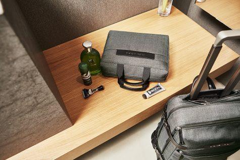Piquadro nhuốm màu thu với túi xách da đẳng cấp dành cho nam - 3