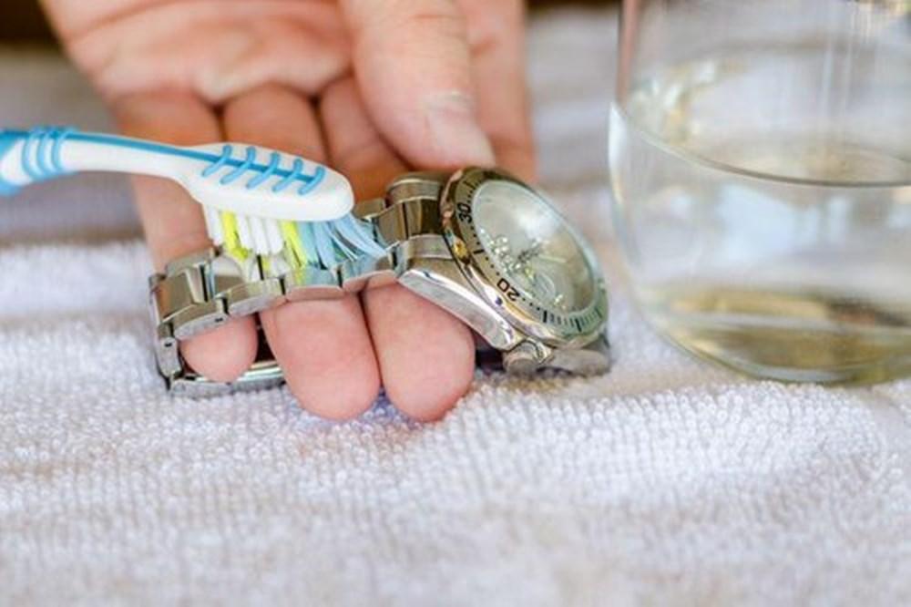 Cách vệ sinh đồng hồ đeo tay ngay tại nhà - 1