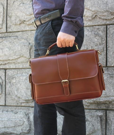 Những loại túi xách nam phù hợp cho chàng khi đi công tác