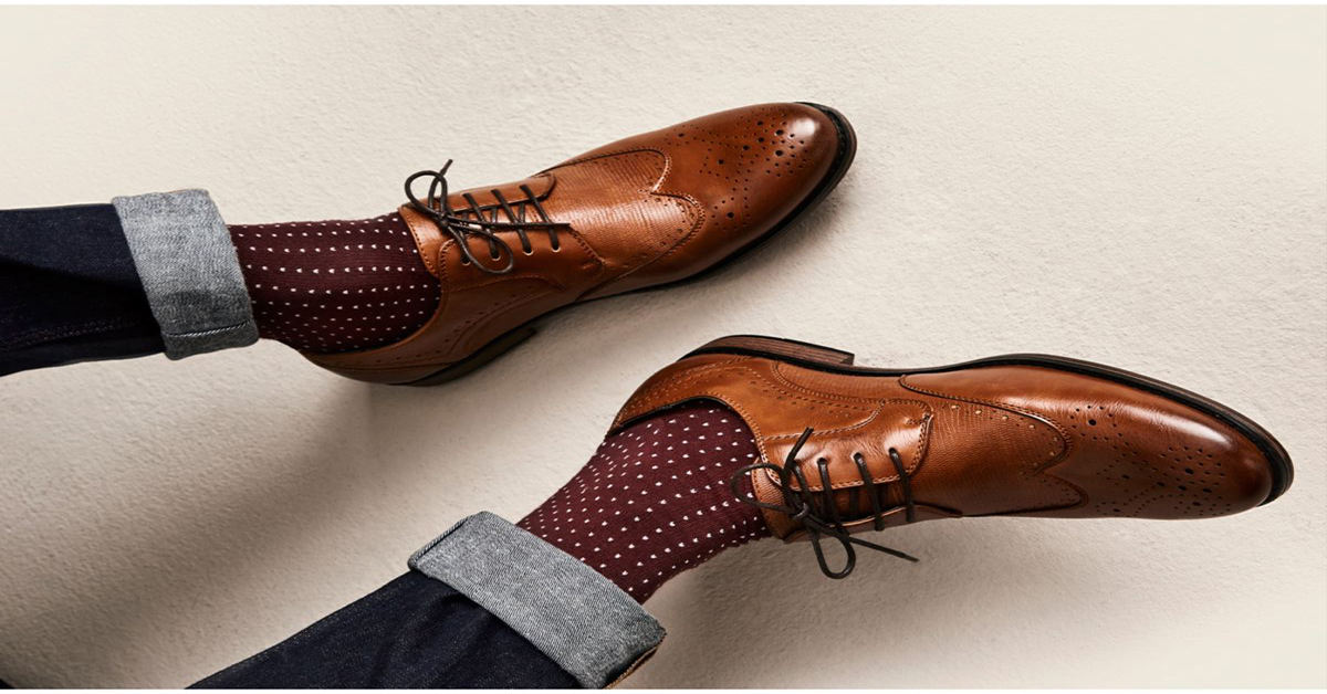 Vì sao phái mạnh nên mang vớ khi đi giày?