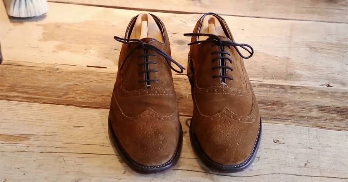 Bạn đã biết giặt giày da lộn đúng cách?