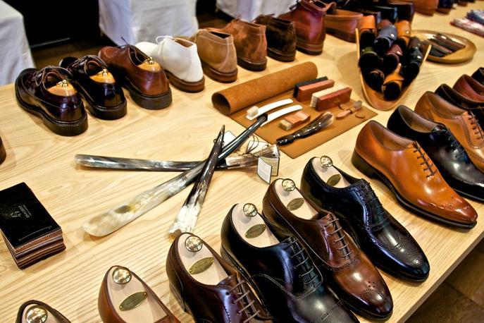 Mua giày nam giá bao nhiêu thì hợp lý?