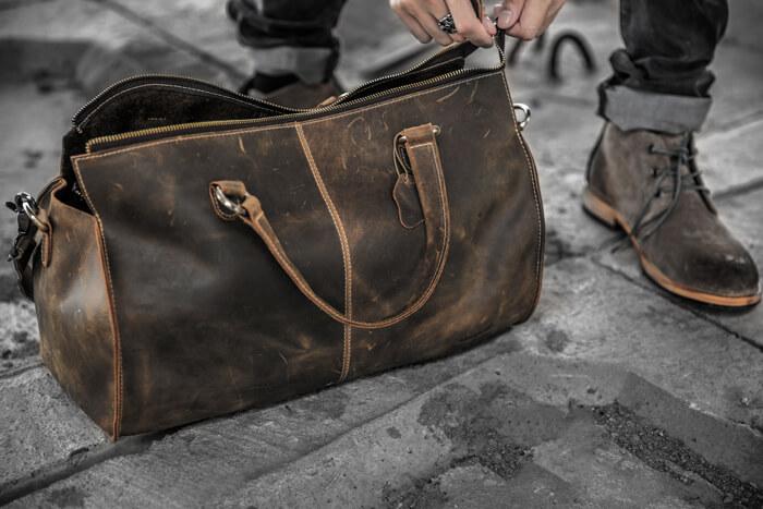 Cách lựa chọn túi xách nam đi du lịch